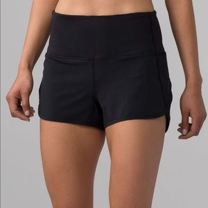 """Lululemon Shorts 2.5"""" size 6"""
